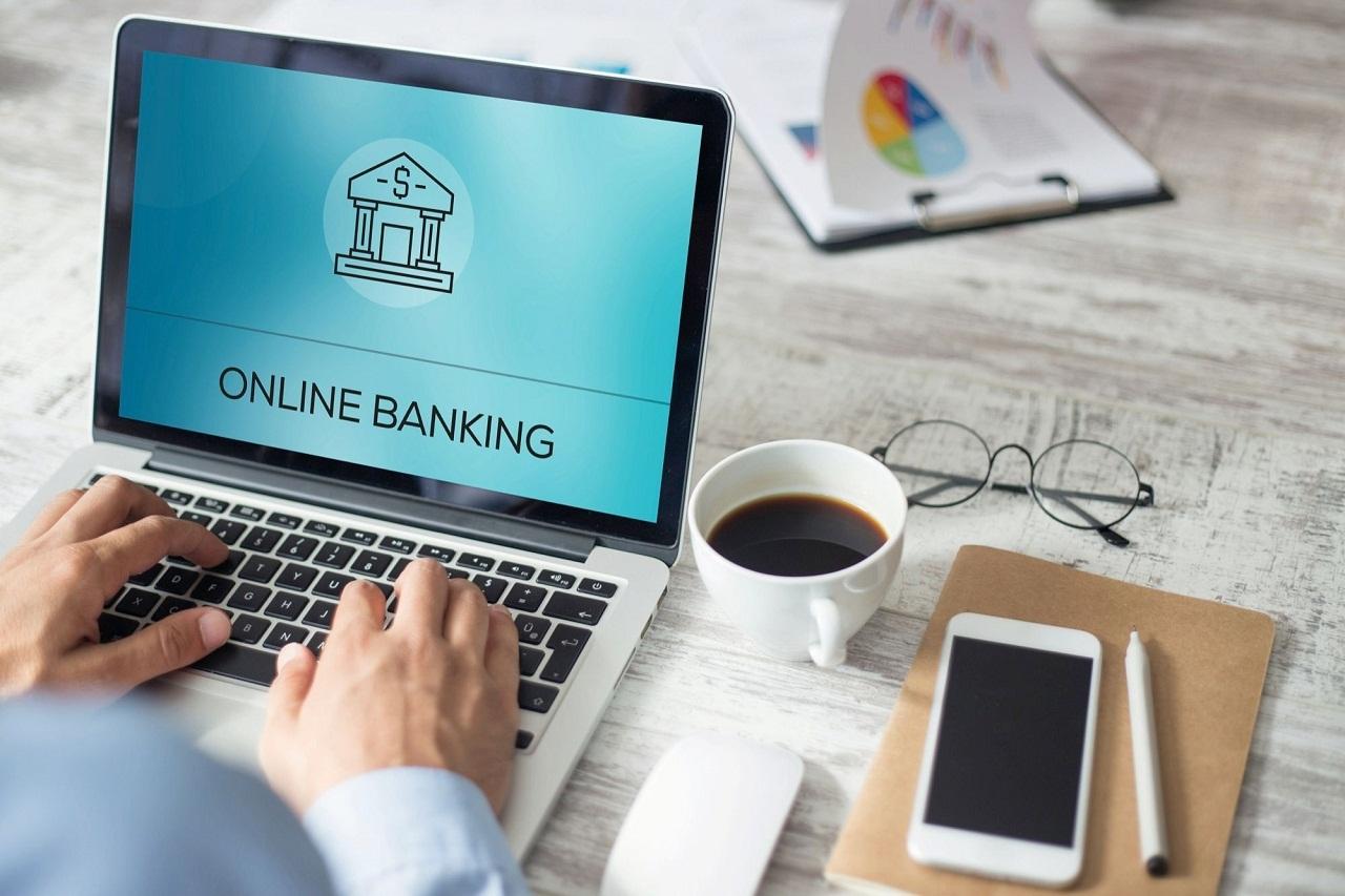 Quels sont les avantages d'opter pour la banque en ligne